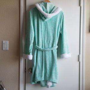 Ulta Beauty Intimates & Sleepwear - Ulta Beauty women's mint & white hooded robe